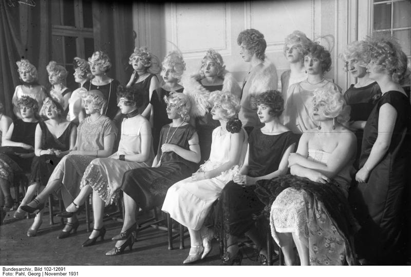 Bundesarchiv Internet - Bubikopf und Maurerkelle. Frauen