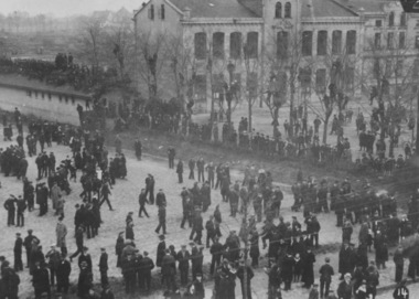 Demonstration der Matrosen und Werftarbeiter in Kiel am 9. November 1918